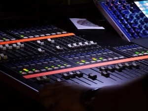 Yamaha_M7CL_digital_live-sound_mixing_console_-_left_half_angled